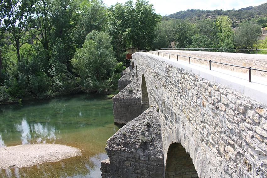 Pont de la Roque-sur-Cèze.