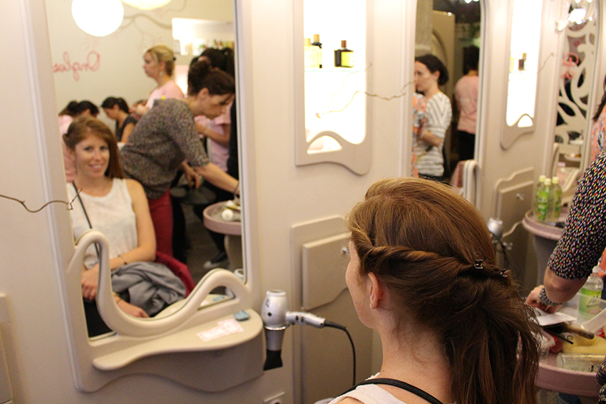 Atelier coiffure du Weleda Bioty Tour au salon l'oiseau bleu de Nice.