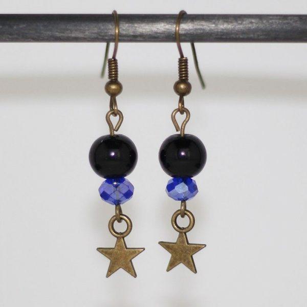Boucles d'oreilles étoiles bronze perles couleur nuit par Divine et Féminine.