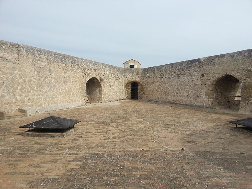 Visite intérieur du fort carré d'Antibes, intérieur d'un bastion.
