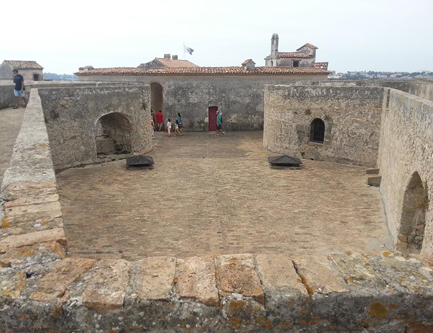 Visite intérieur du fort carré d'Antibes.