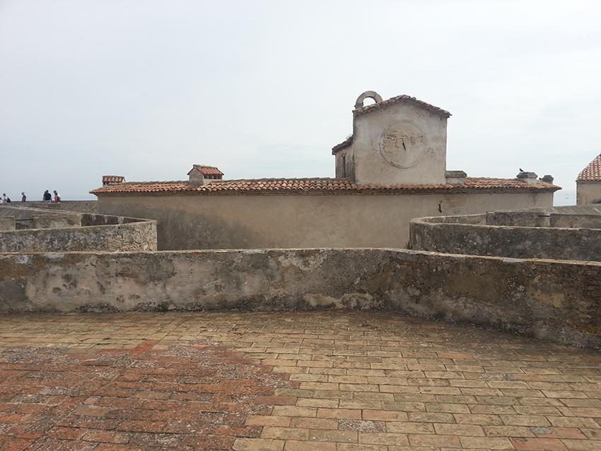 Visite intérieur du fort carré d'Antibes, chapelle et pigeonniers.