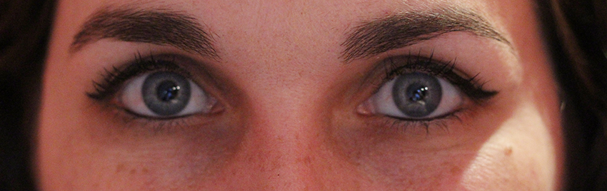 Trait d'eyeliner Boho cosmetics avec la virgule.