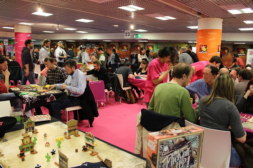 Espace jeux de société au Festival International des Jeux, à Cannes.