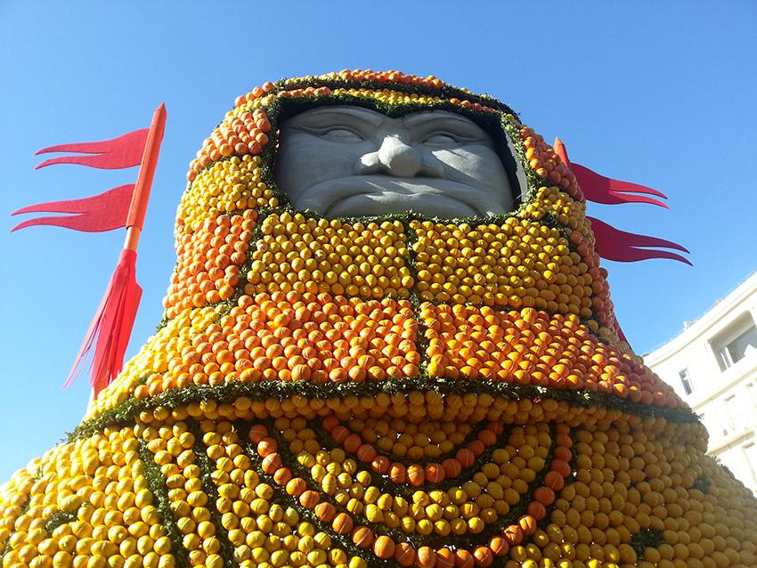 Char voyage en Chine, à la fête du citron à Menton.