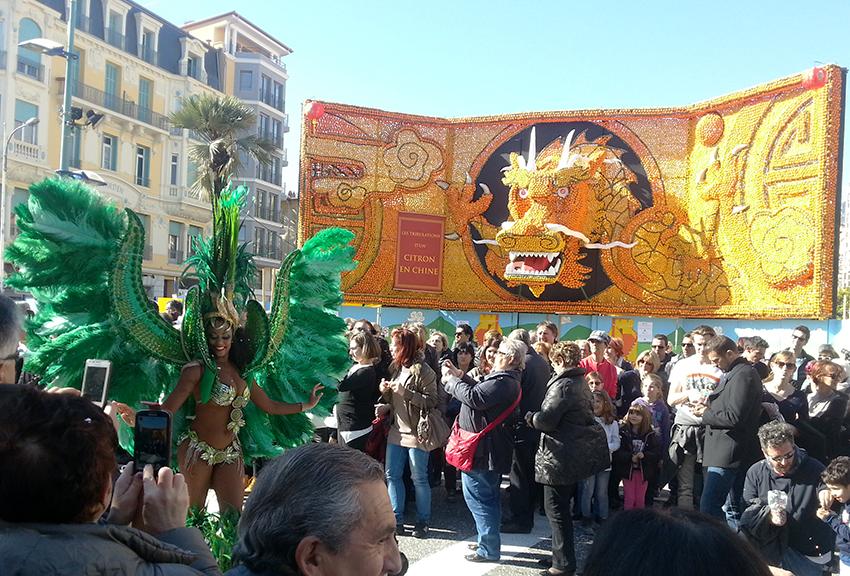 Fresque dragon et danseuse brésilienne de la fête du citron de Menton.