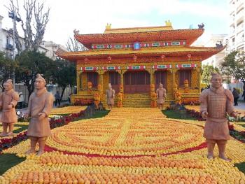 Motifs d'agrumes de la Fête du Citron représentant un temple chinois.