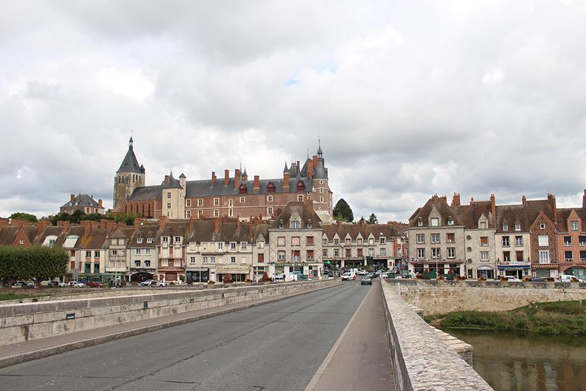 Gien et son château, sur la Loire.
