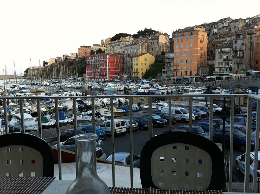 Restaurant avec vue dur le port de Bastia.