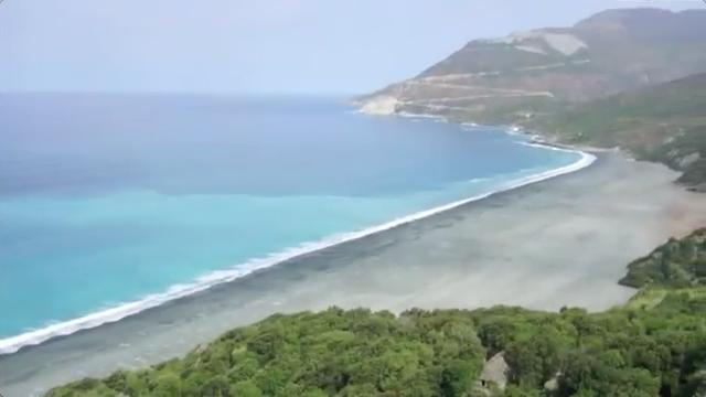 Plage de Nonza, Corse, sable noir.