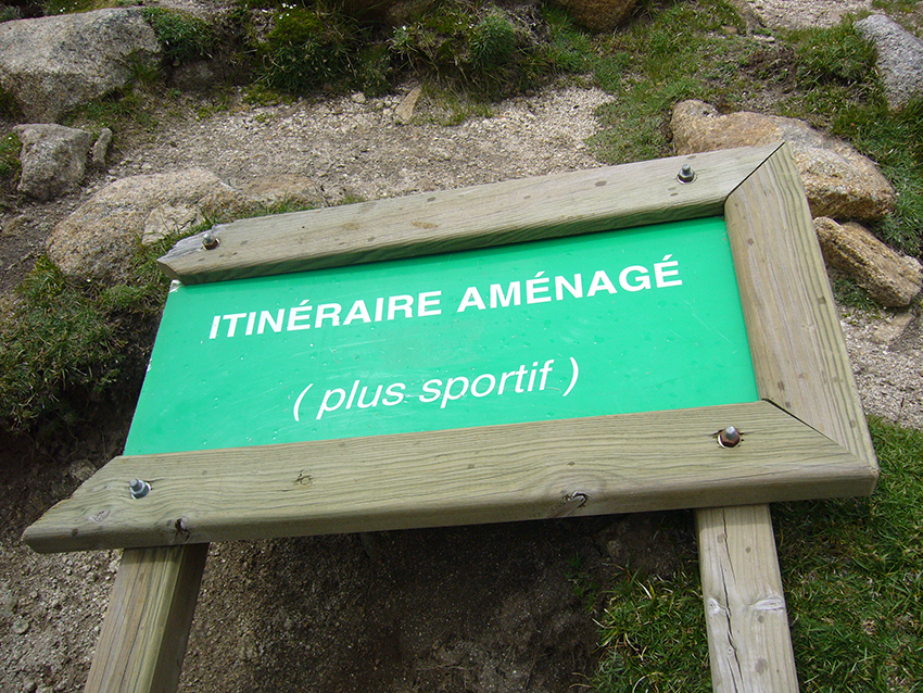 Randonnée sportive en Corse, dans la vallée de la Restonica.