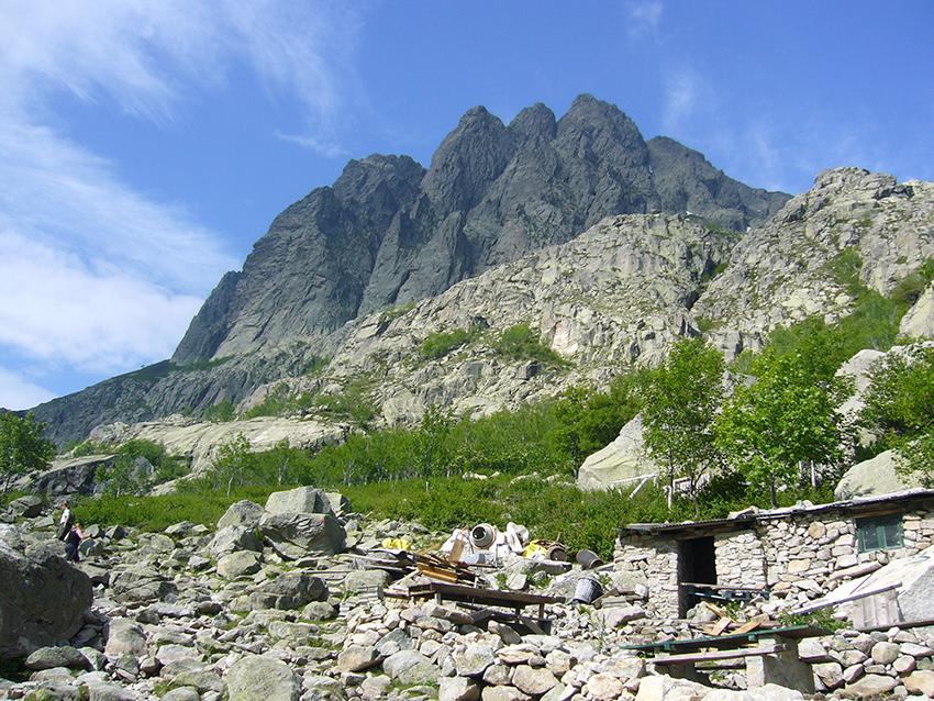 Randonnée nature dans la vallée de la Restonica, en Corse.