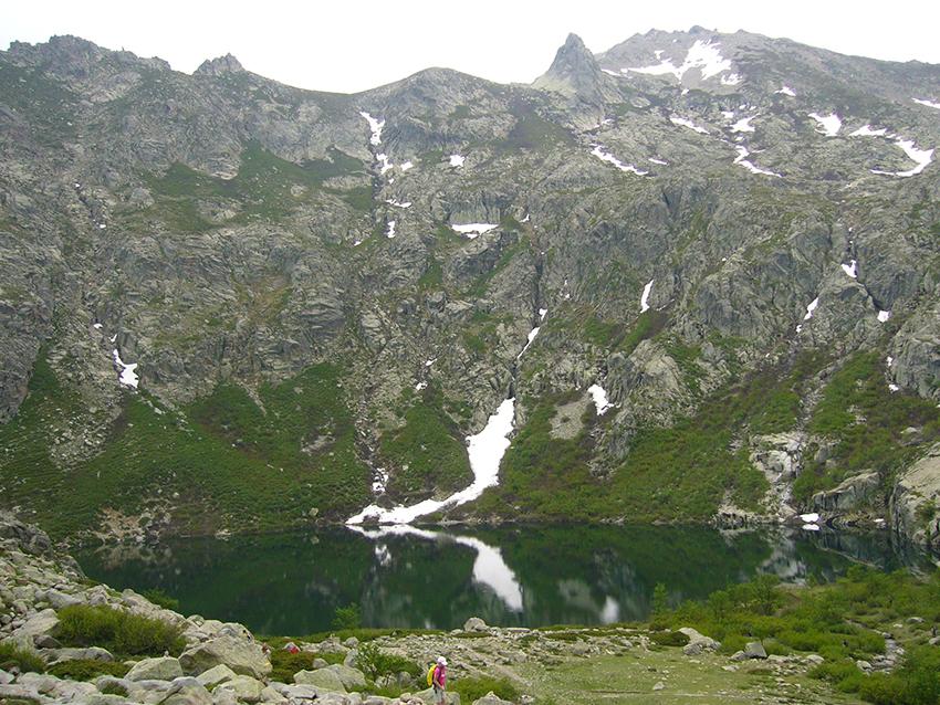 Lac du Melu, en Corse, dans la vallée de la Restonica.