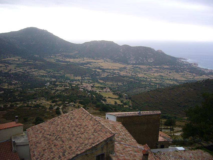 Panorama Corse depuis le village de Sant'Antonino.