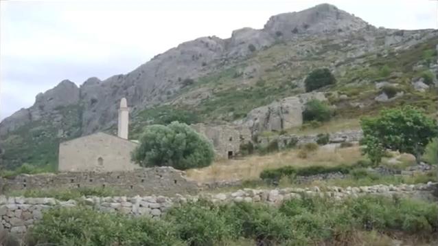 Chapelle et ruines du village abandonné d'Occi, en Corse.