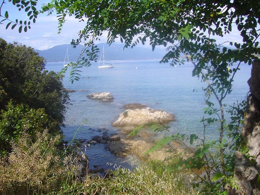 Randonnée nature à Campomoro, en Corse.