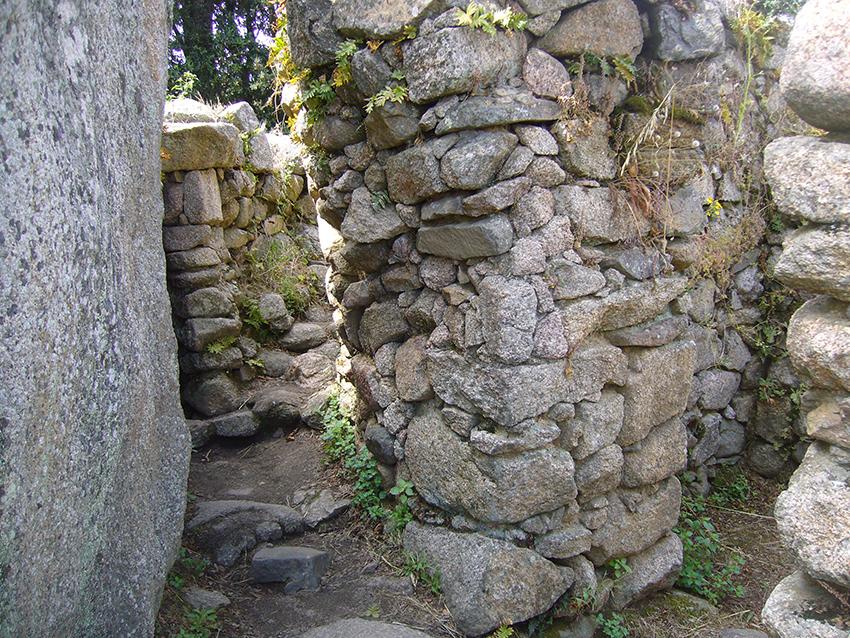 Intérieur d'un torre à Filitosa, en Corse.
