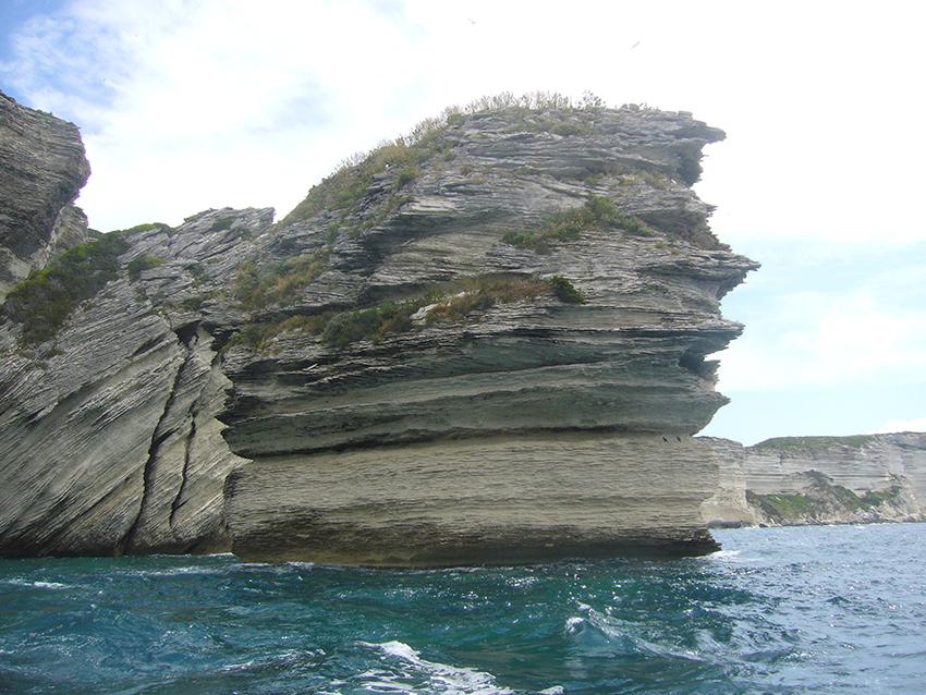 Grain de sable, rocher des falaises de Bonifacio.