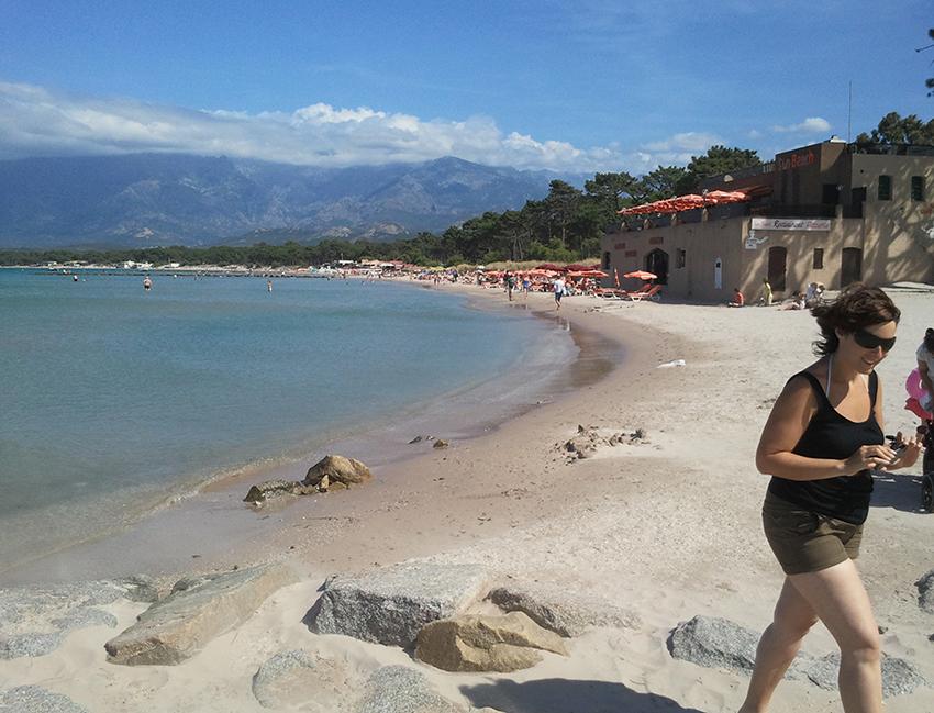 Plage de Calvi, en Corse.
