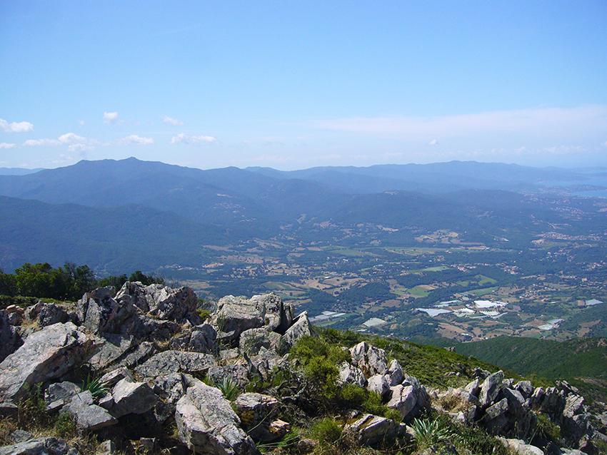 Vue sur le Golfe d'Ajaccio depuis le Monte Aragnascu, en Corse.