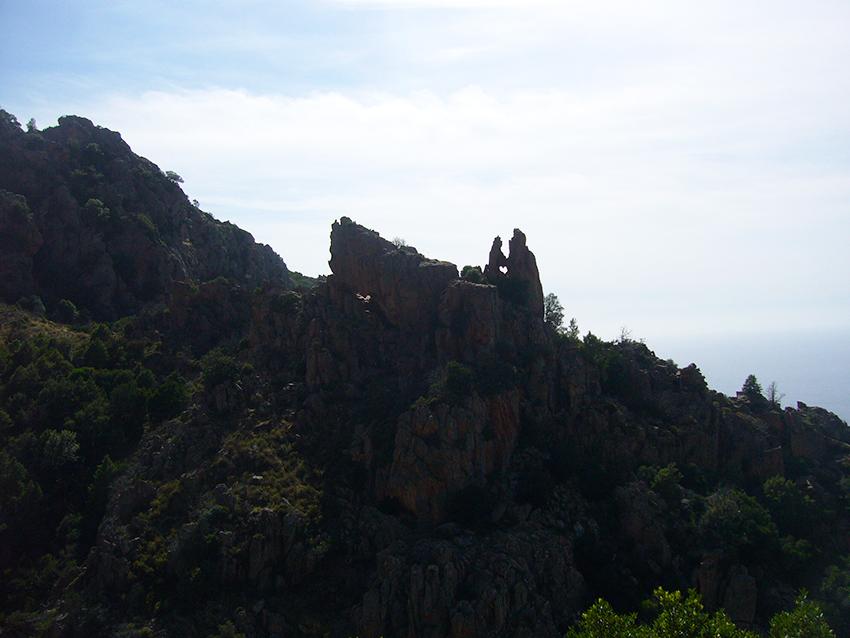 Rocher coeur des amants pétrifiés dans les calanques de Piana, en Corse.