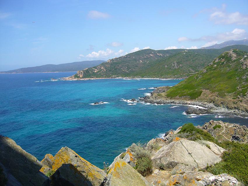 Randonnée nature depuis la pointe de la Parata vers Capo di Feno, en Corse