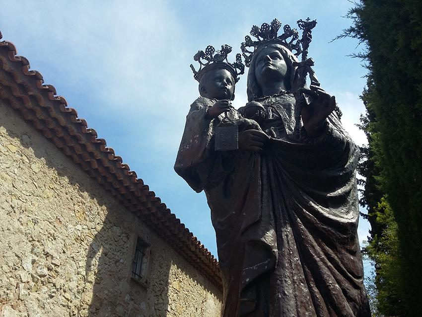 Statue de la Vierge à l'enfant en bronze, chapelle Saint-Hospice à Saint-Jean-Cap-Ferrat.