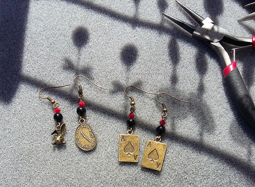 Boucles d'oreilles bronze Alice au pays des merveilles créées sur mesure par Divine et Féminine.