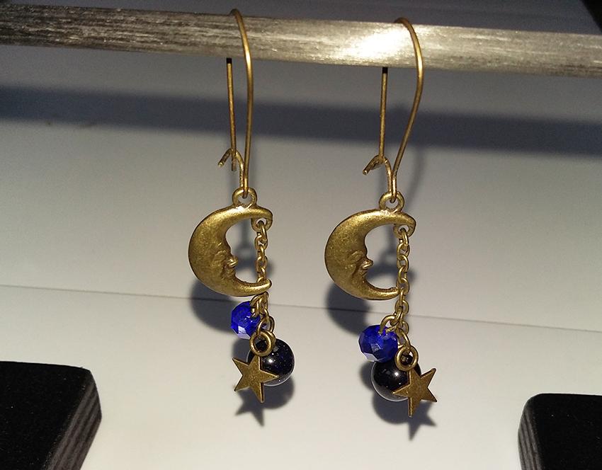 Boucles d'oreilles lune, étoile, espace , créées sur mesure par Divine et Féminine.