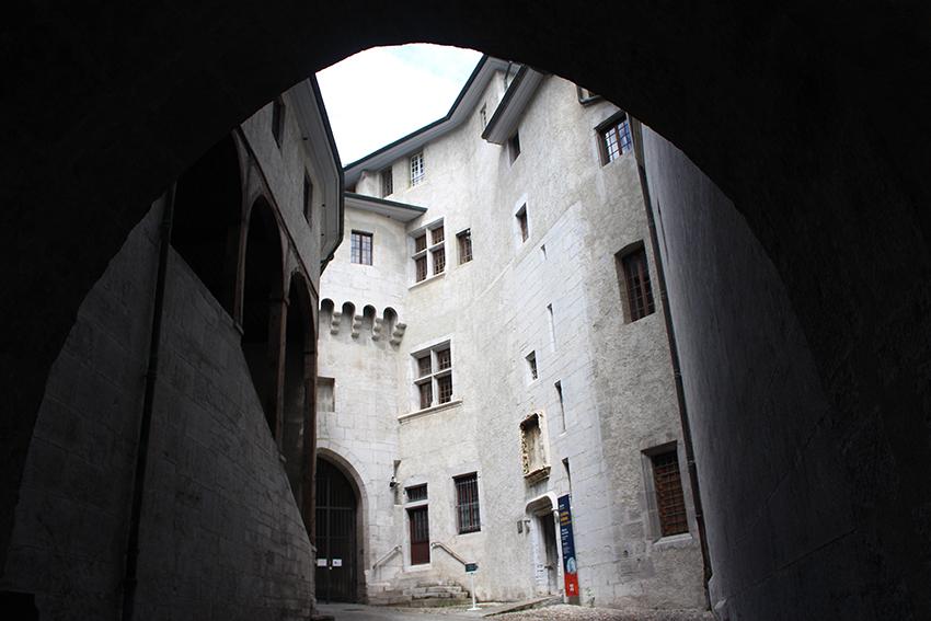 Entrée du château des Ducs de Savoie, à Chambéry.