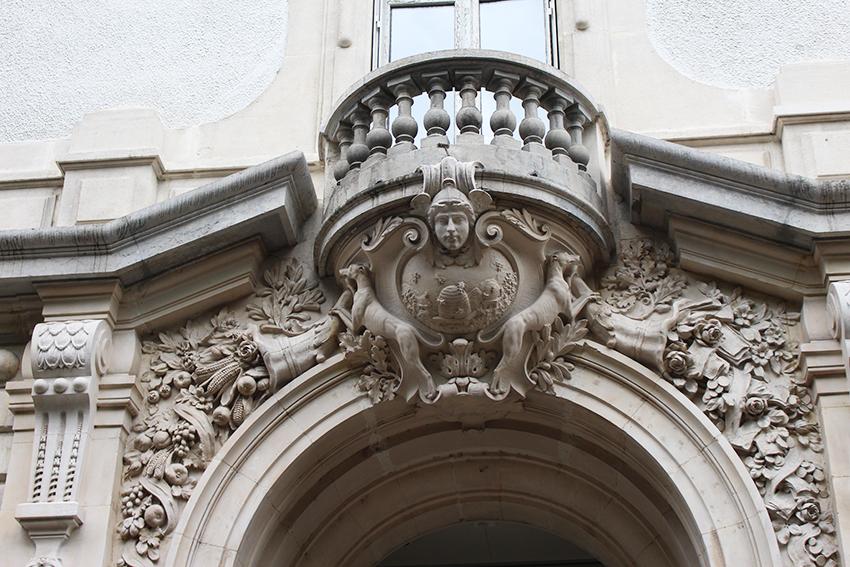 Détail façade d'un hôtel particulier à Chambéry.