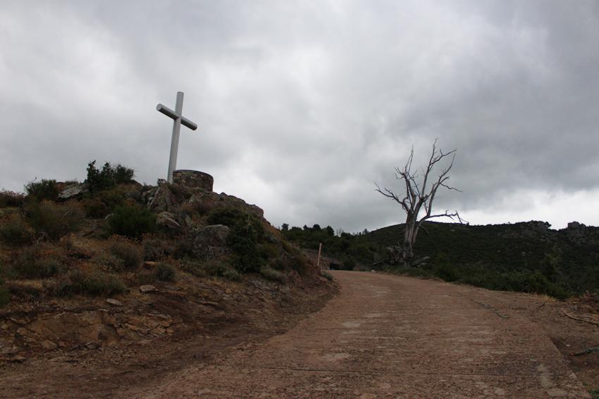 Croix, départ de la randonnée vers le lac de Creno, en Corse.
