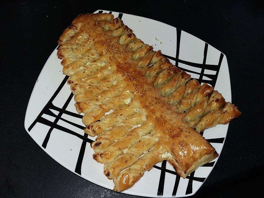 Sapin de Noël feuilleté pesto et fromage de chèvre pour l'apéritif.