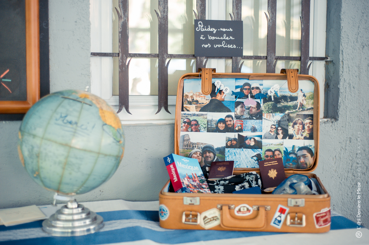 Mariage, urne globe terrestre et valise décorée pour voyage de noces.