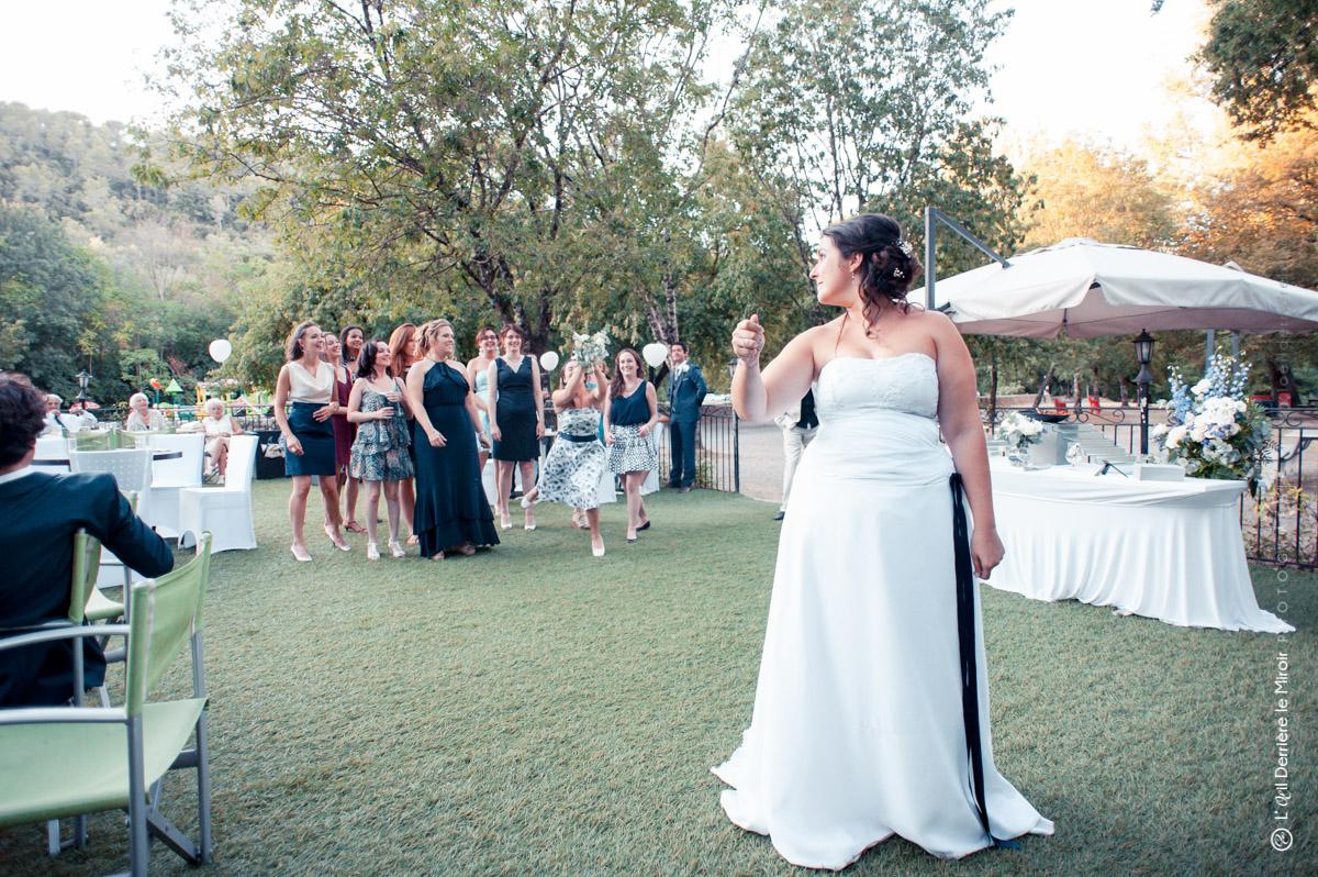 Animation mariage, le lancer du bouquet de la mariée.