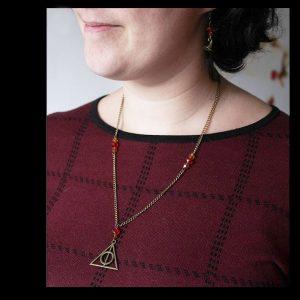 Collier reliques de la mort bronze Harry Potter couleur Gryffondor par Divine et Féminine.