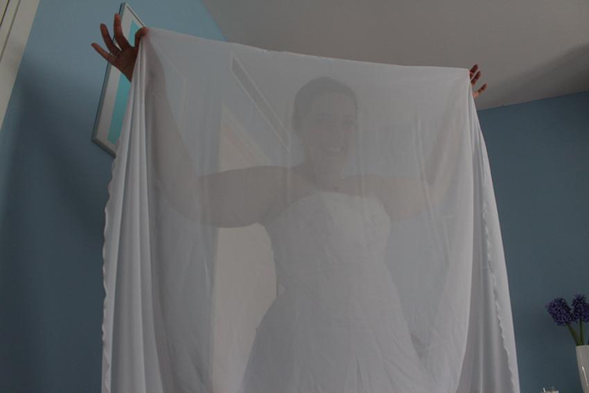 Trait d'union création, robe de mariée sur mesure : et cape d'invisibilité.