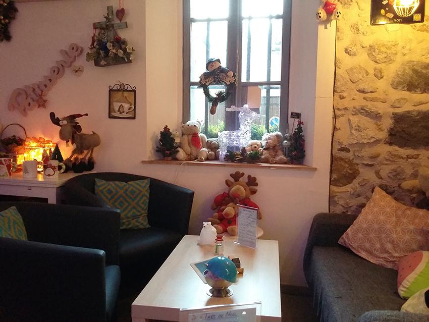Ambiance cosy dans le salon de thé antibois : le Goût Thé.