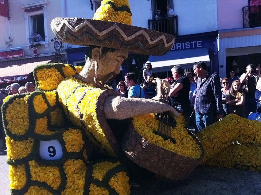 Char mexicain de la fête de la Jonquille à Gérardmer en 2013.