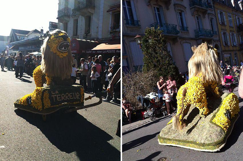 Char lion de la fête de la Jonquille à Gérardmer en 2013.