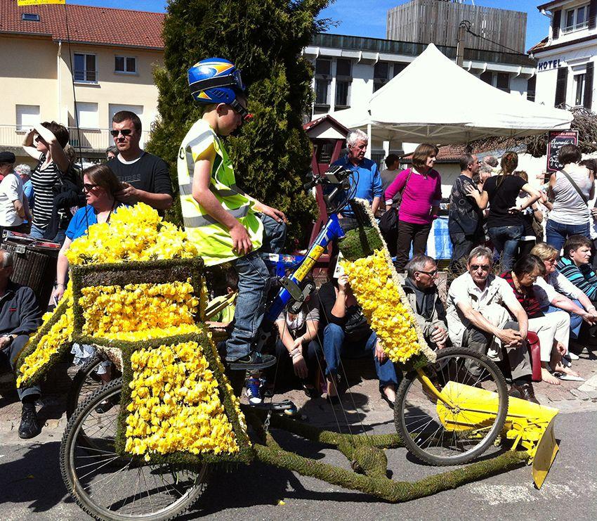 Vélo char de la fête de la Jonquille à Gérardmer en 2013.