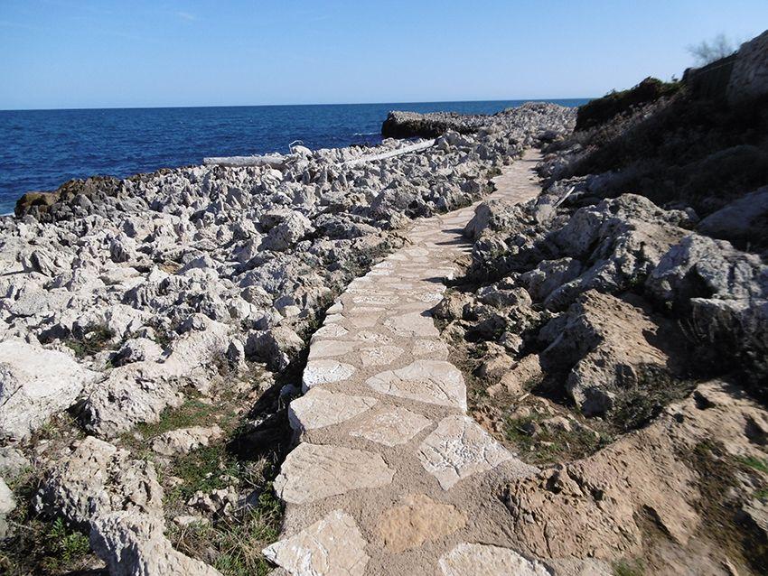 Sentier littoral de tire poil, chemin des contrebandiers, tour du cap d'Antibes.
