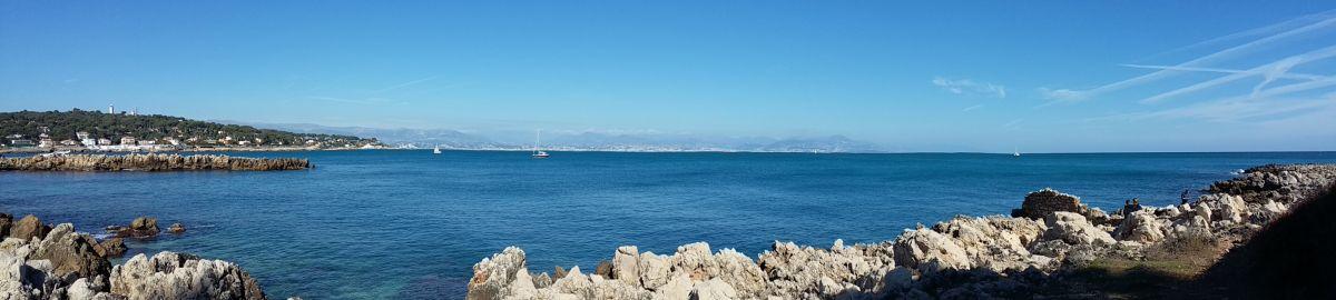 Panoramique du cap d'Antibes et de la baie de Nice, depuis le sentier littoral de Tire-poil.