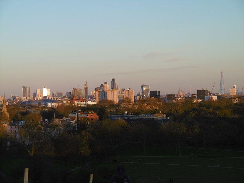 Panorama londonien depuis le parc de Primrose Hill à Londres.