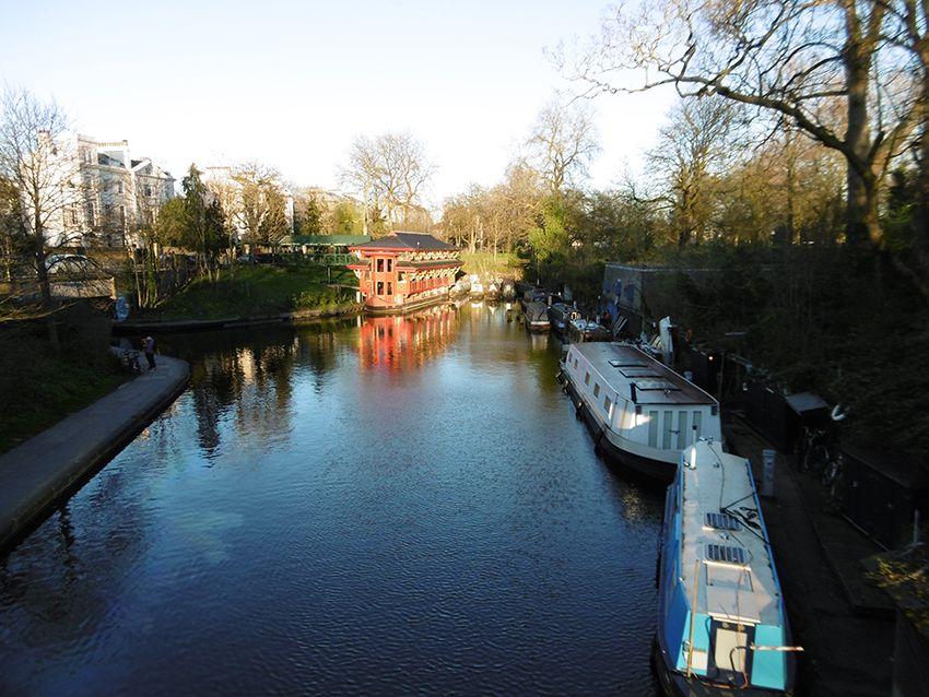 Regent's canal de Regent's Park à Londres.