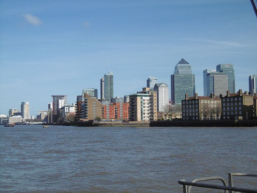 Isle of dogs vu depuis la Tamise, sur un bateau de la Thames Clippers.