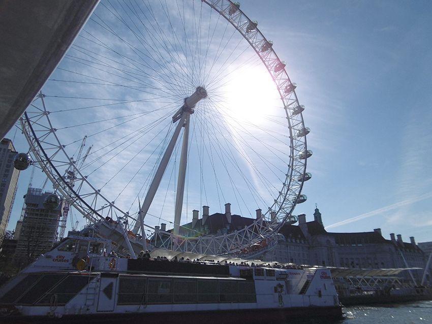 London eye vu depuis la Tamise, sur un bateau de la Thames Clippers.