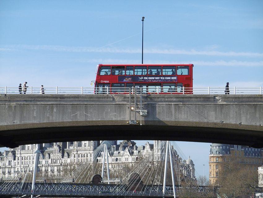 Bus londonien à étage.