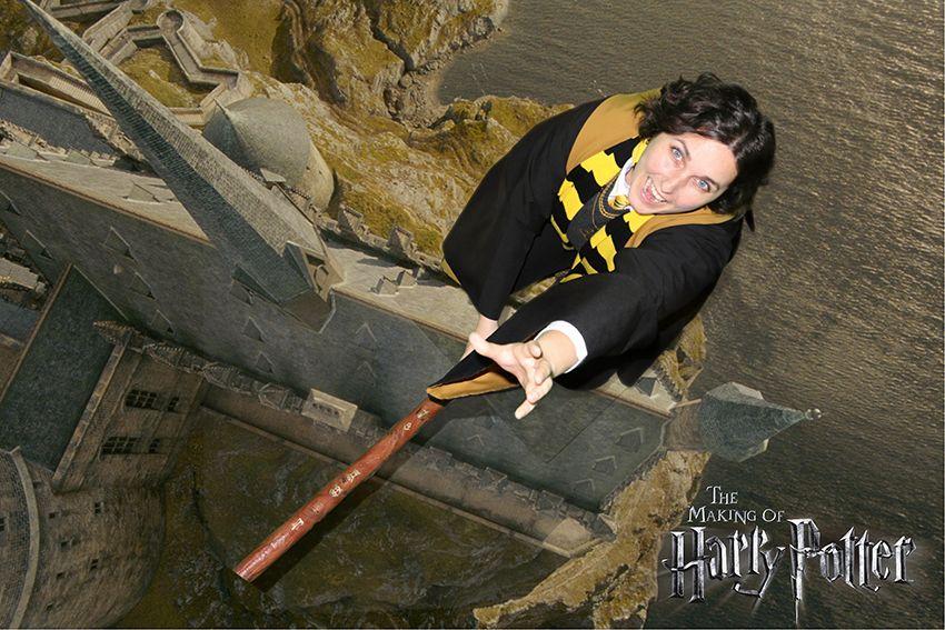 Nouvel attrapeur de Quidditch dans l'équipe Poufsouffle au studio Harry Potter à Londres.