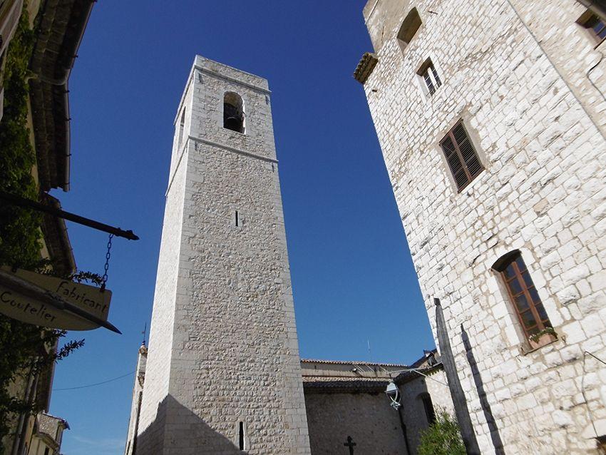 Clocher de l'église du village de Saint-Paul de Vence.